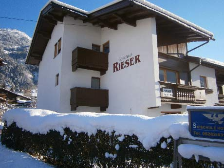 http://gaestehausrieser.at/images/hausfotos/Hauswinter2.jpg